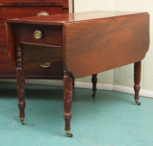 1007: Early 1800 Federal dropleaf table, solid mahogany