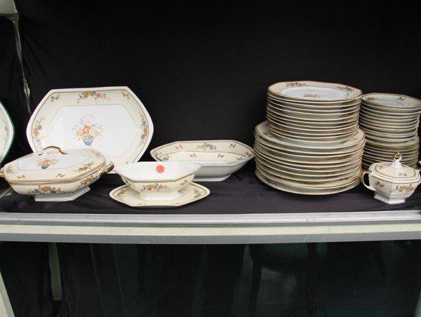 1019: Fine porcelain ninety-two piece dinner set, servi