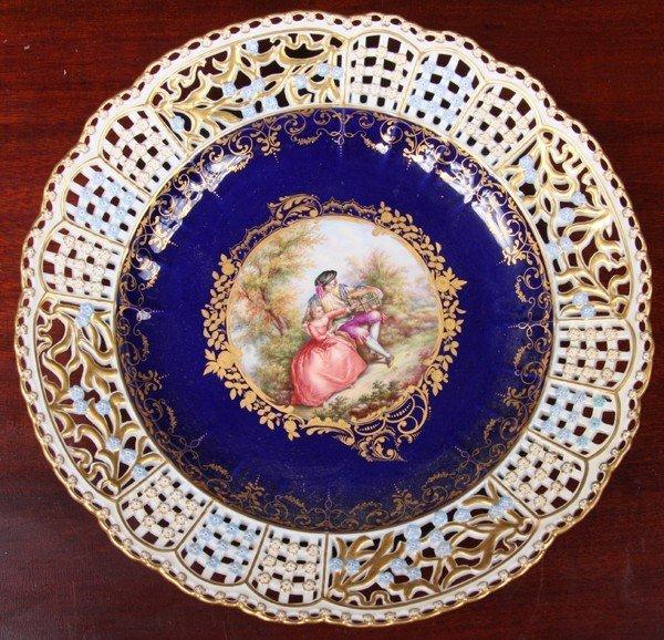1025: Porcelain cabinet plate, blue sword underglaze ma