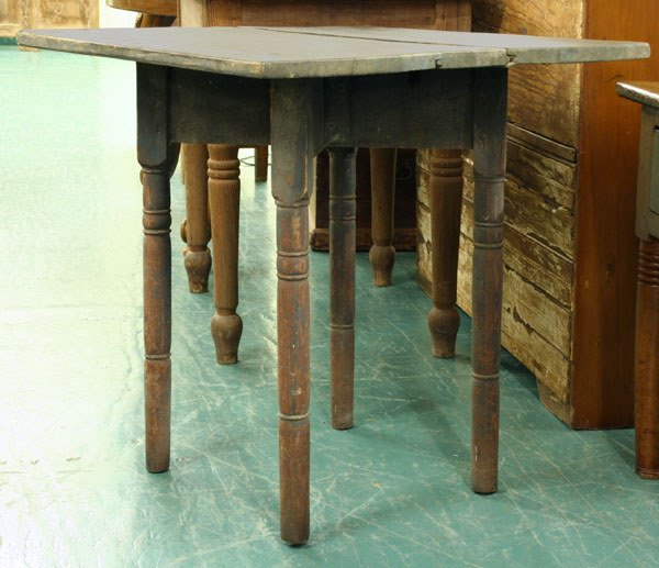 1017: Southern yellow pine tavern table, possibly Alaba