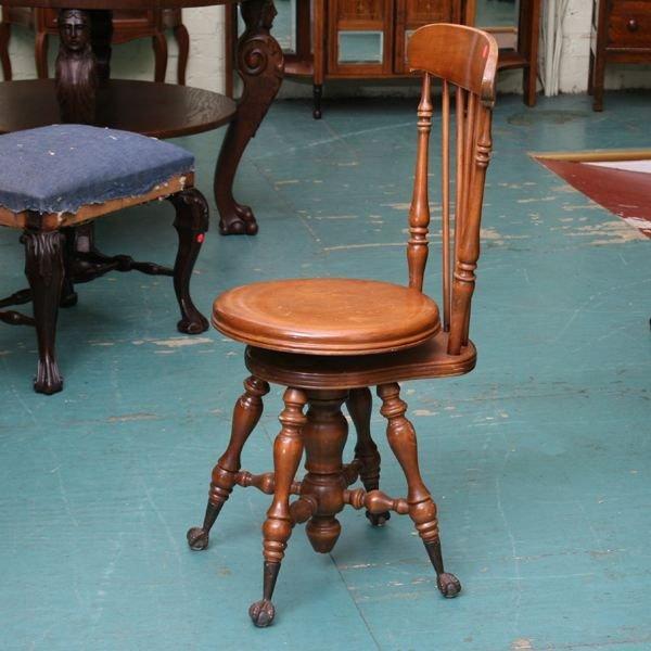 1005: Circa 1900 Colonial Revival organ/piano stool wit