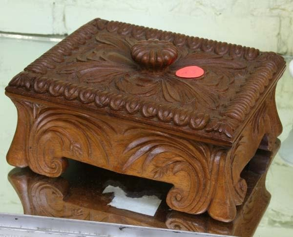 1023: Mid 1900 carved accessory box, hinged lid with ca