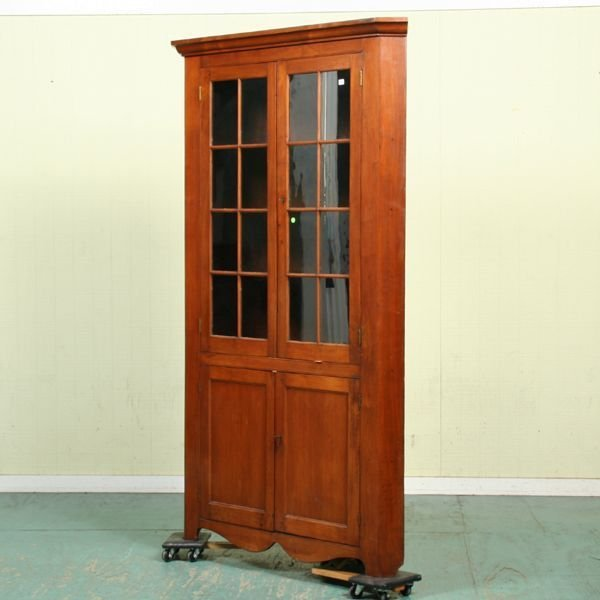 185: Early 19th century corner cupboard, probably Virgi