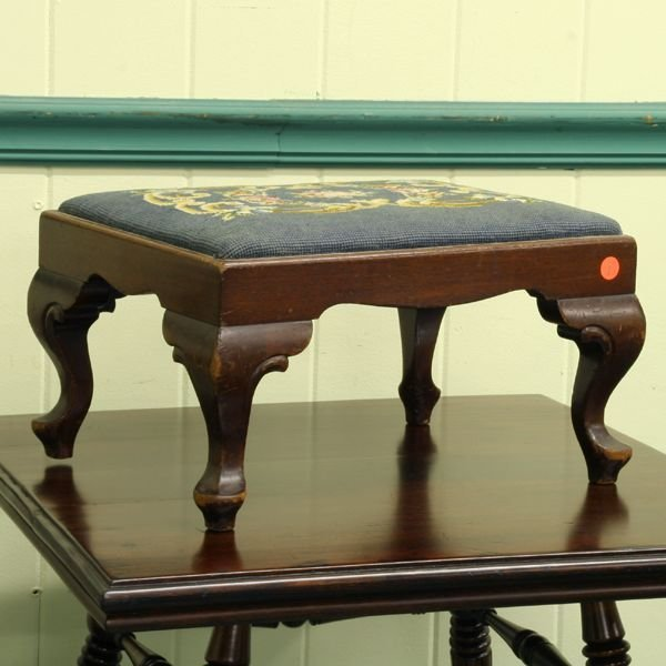 1001: Early 1900 Chippendale style foot stool, mahogany