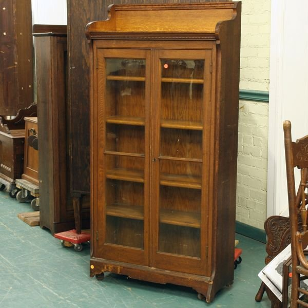 1022: Nice small size double door bookcase, solid oak,