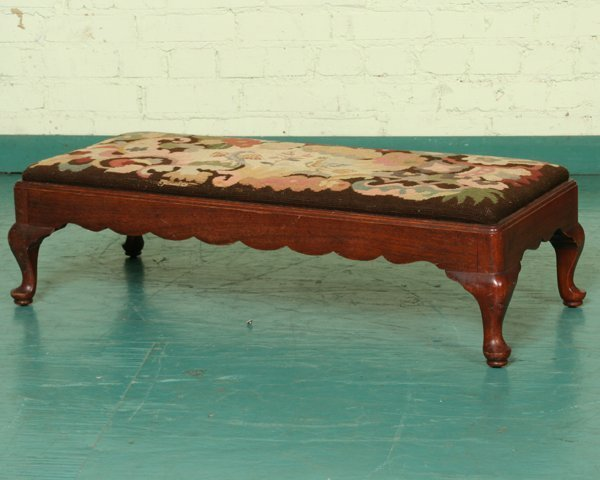 1007: Early 1900 Queen Anne style low bench, solid waln