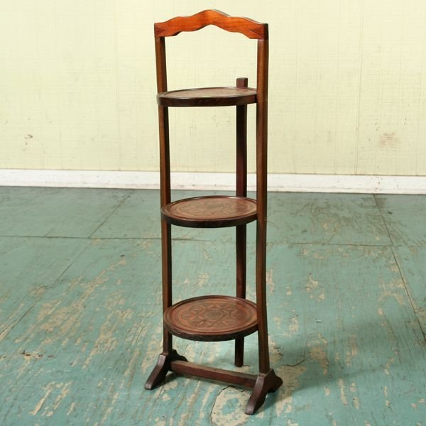 1006: Early 1900 folding muffin stand/pie server, mahog