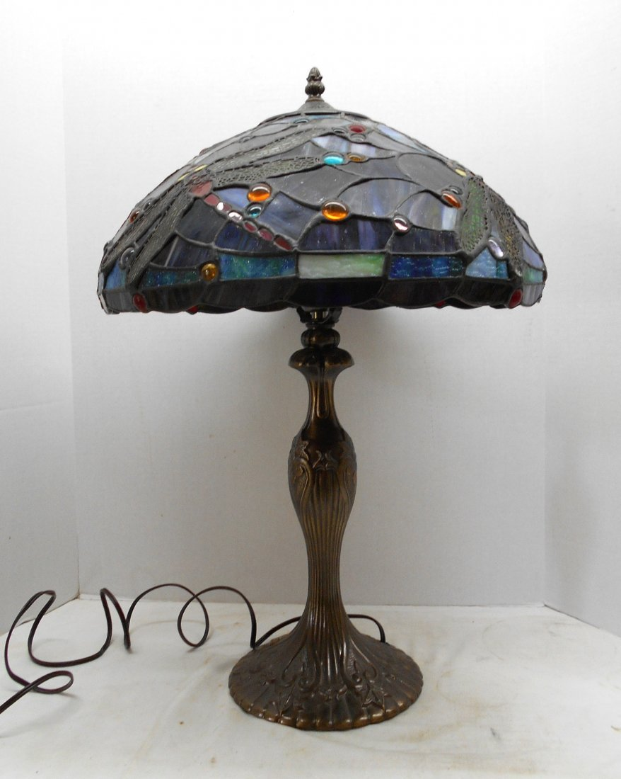 reproduction stained glass table lamp with brass base lot 0584. Black Bedroom Furniture Sets. Home Design Ideas