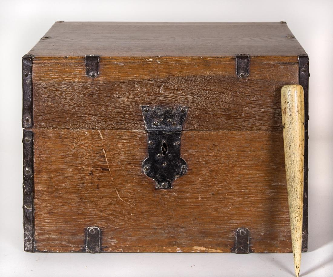 EARLY 19TH C. SHIP'S BOTTLE BOX AND WHALEBONE FID Oak