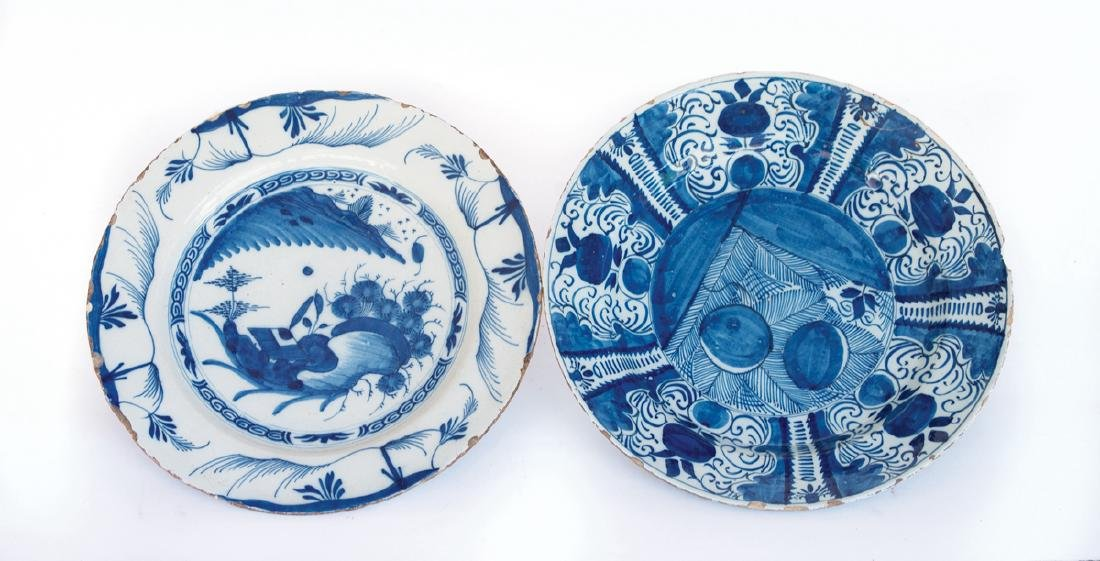 EARLY 18TH C. EUROPEAN PLATES Two blue and white