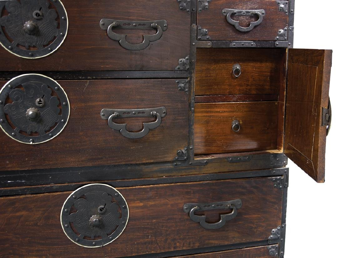 19TH C. JAPANESE TWO-PART TONSU CHEST Decorated iron - 2