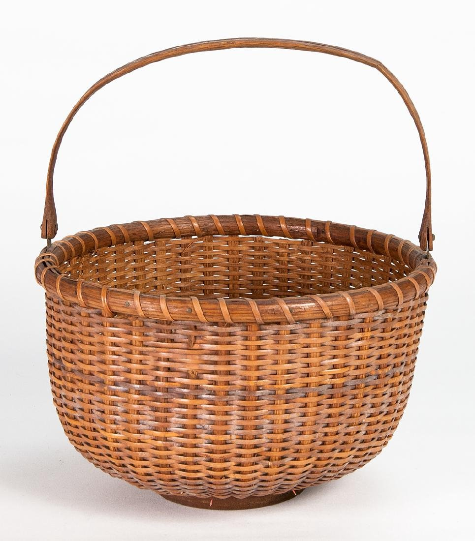 EARLY 20TH C. NANTUCKET BASKET Turned wood button,