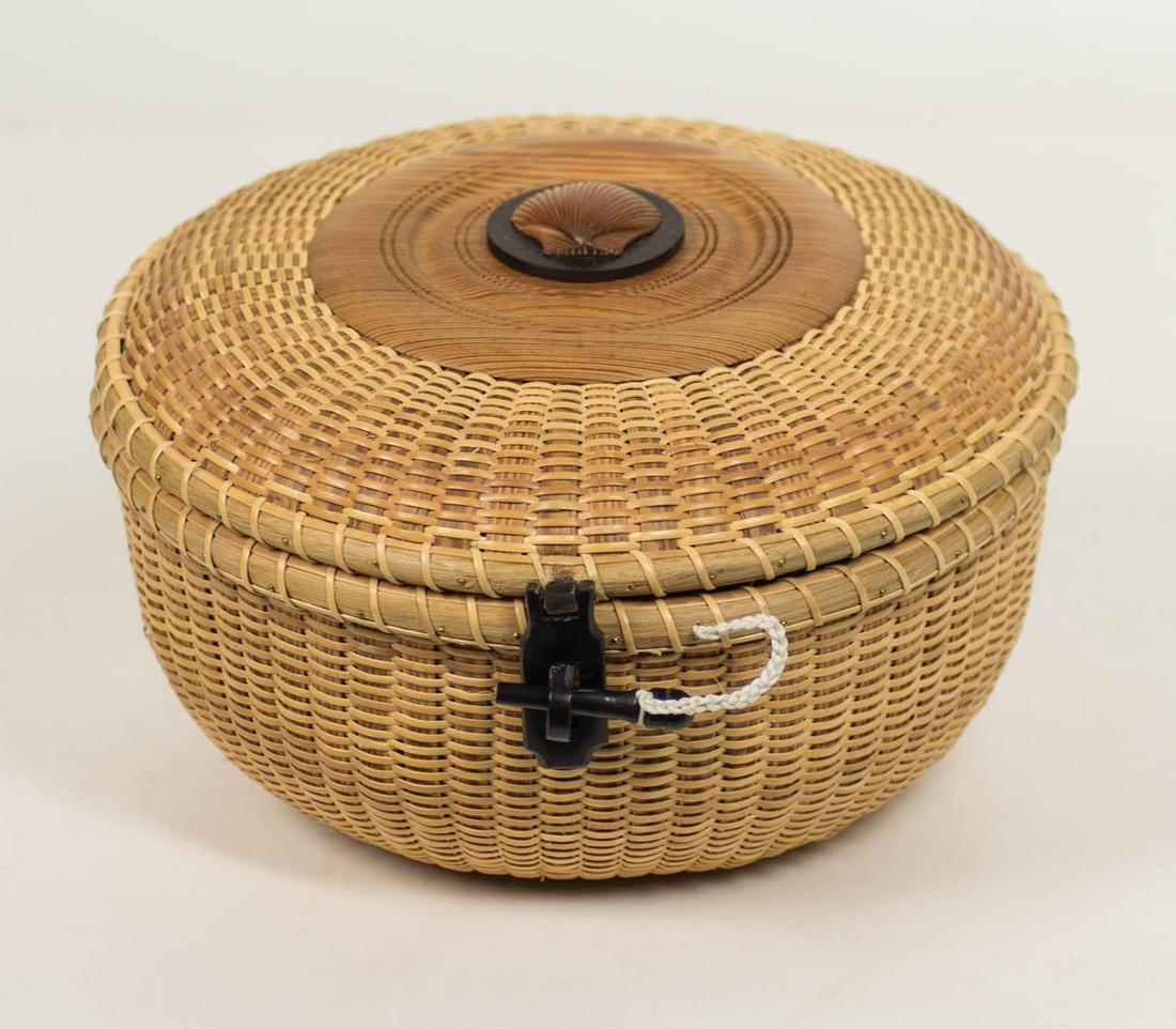 NANTUCKET STYLE BASKET Circular lidded sewing basket,