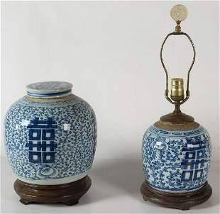 TWO CHINESE EXPORT GINGER JARSLidded ginger jar, blue