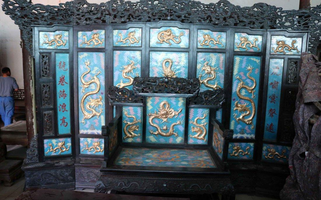 Qing Dynasty cloisonne inlaid rosewood big thron screen