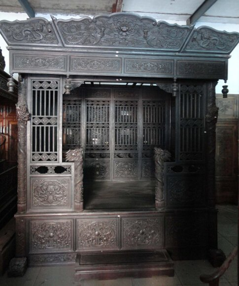 Qing Dynasty Rosewood Dragon and Phoenix dingzi bed