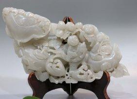 Xinjiang Hetian Wite Jade Carved Boy Wishful
