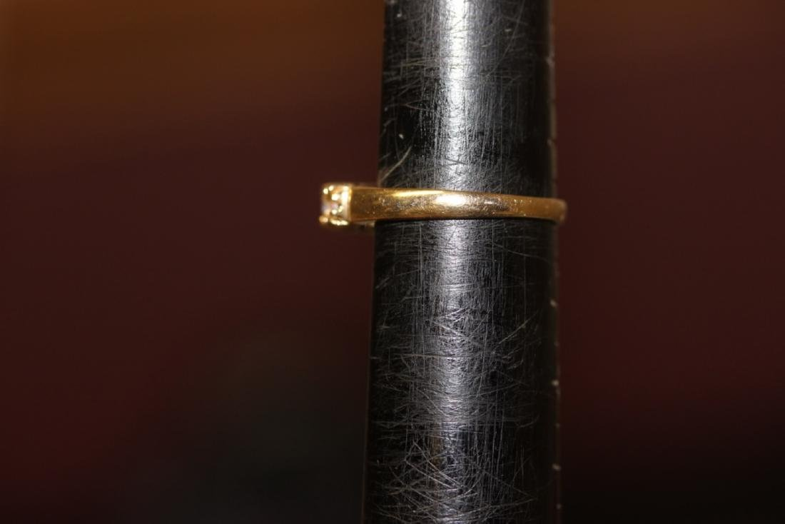 A 10Kt Gold and Opal Ring - 4