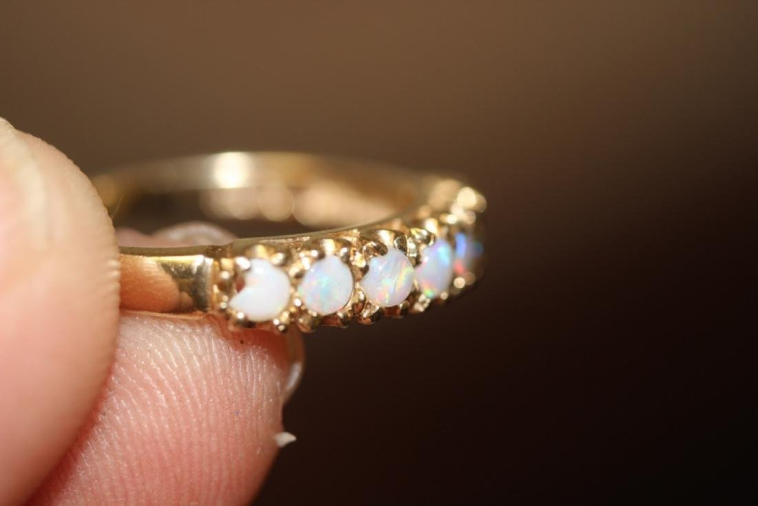 A 10Kt Gold and Opal Ring - 6