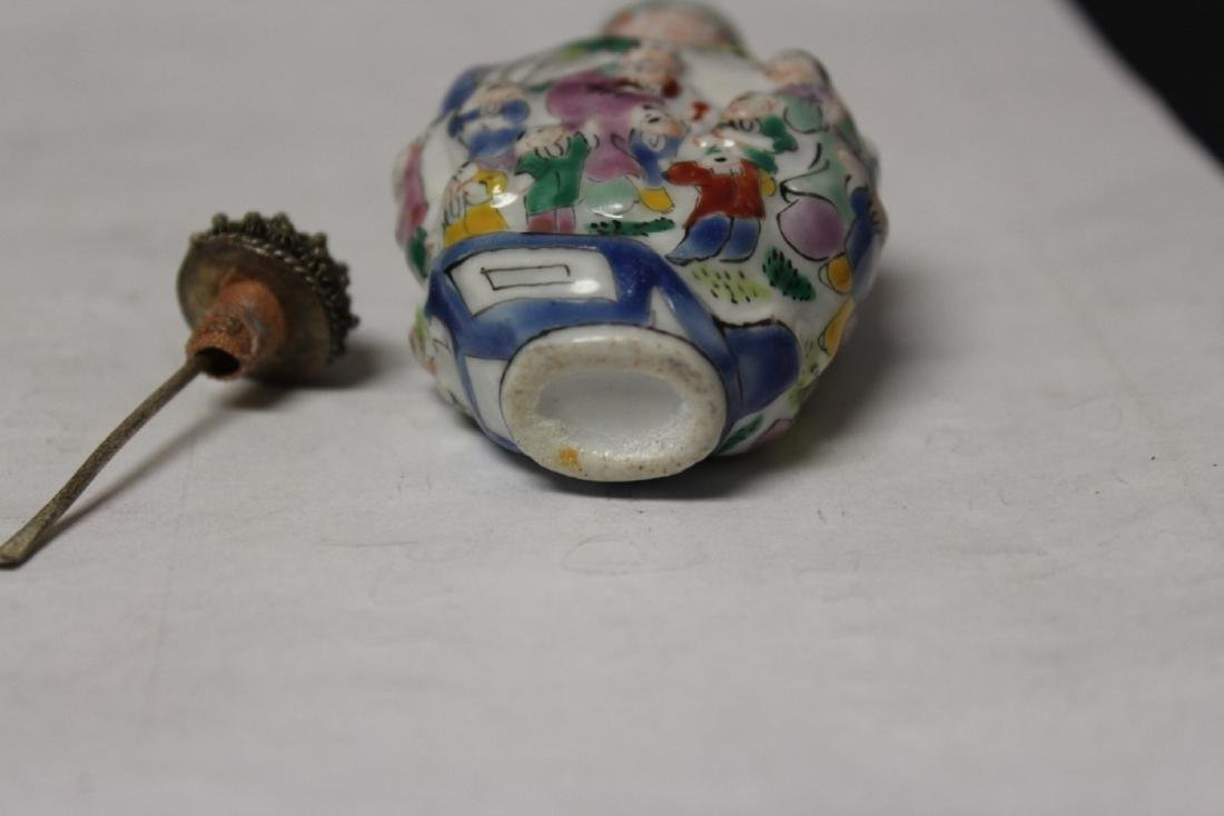 A Chinese Porcelain Snuff Bottle - 5