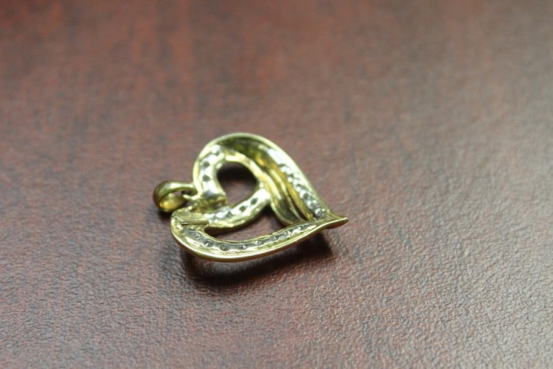A 10Kt Gold and Diamond Pendant - 3