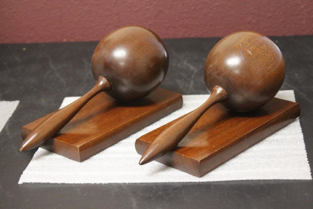 A Maracca Set of Bookends