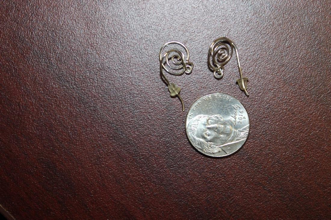 A 14Kt White Gold Pair of Earrings - 3