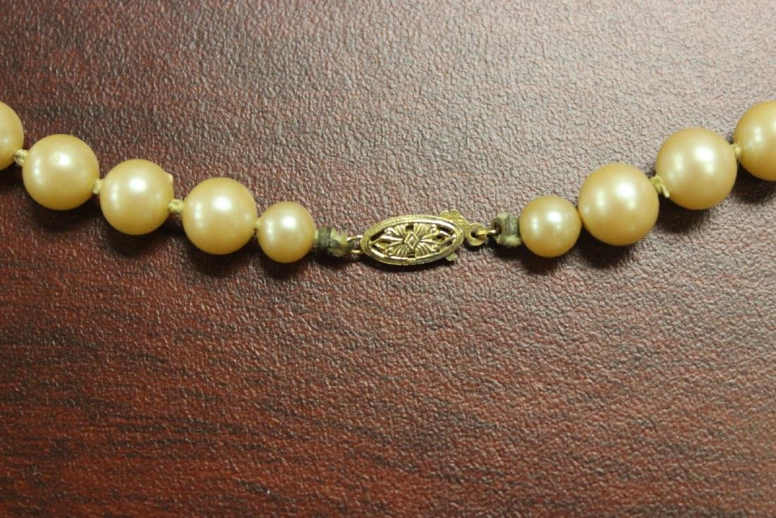 A 14Kt Gold Clasped Pearl Necklace - 2