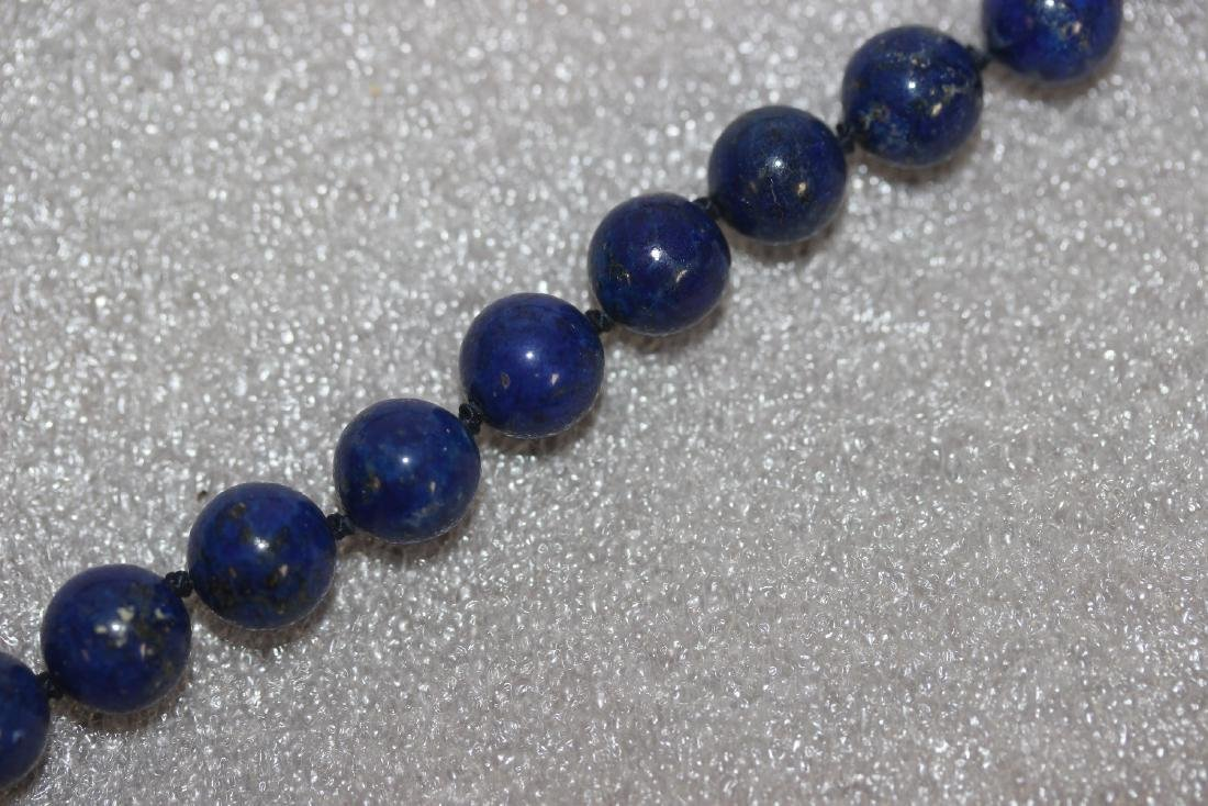 A 14 Kt Gold Clasp and Lapis Lazuli Necklace - 3