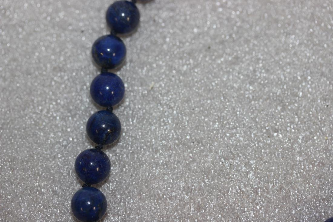 A 14 Kt Gold Clasp and Lapis Lazuli Necklace - 4