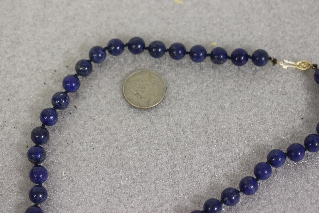 A 14 Kt Gold Clasp and Lapis Lazuli Necklace - 6