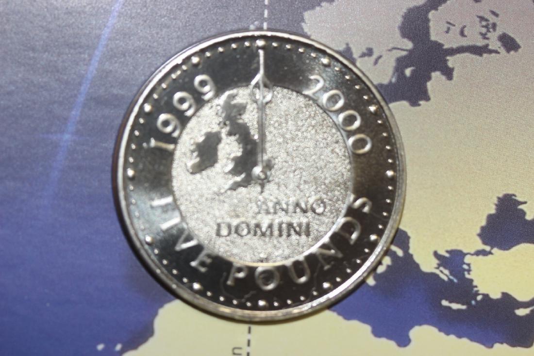 A British 5 Pound Coin - 2000 - 4