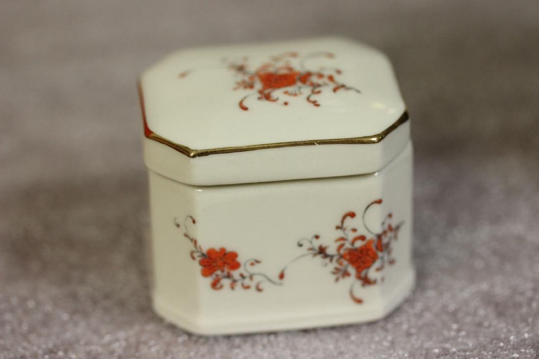 A Porcelain Trinket Box - 2