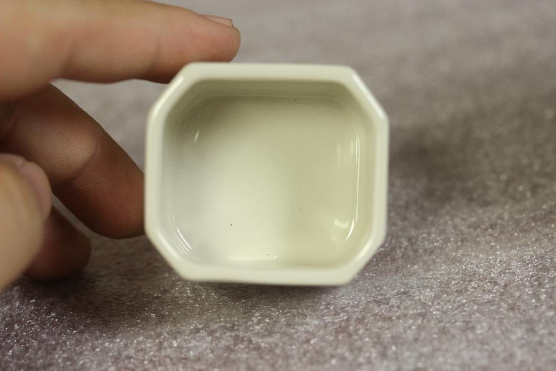 A Porcelain Trinket Box - 6