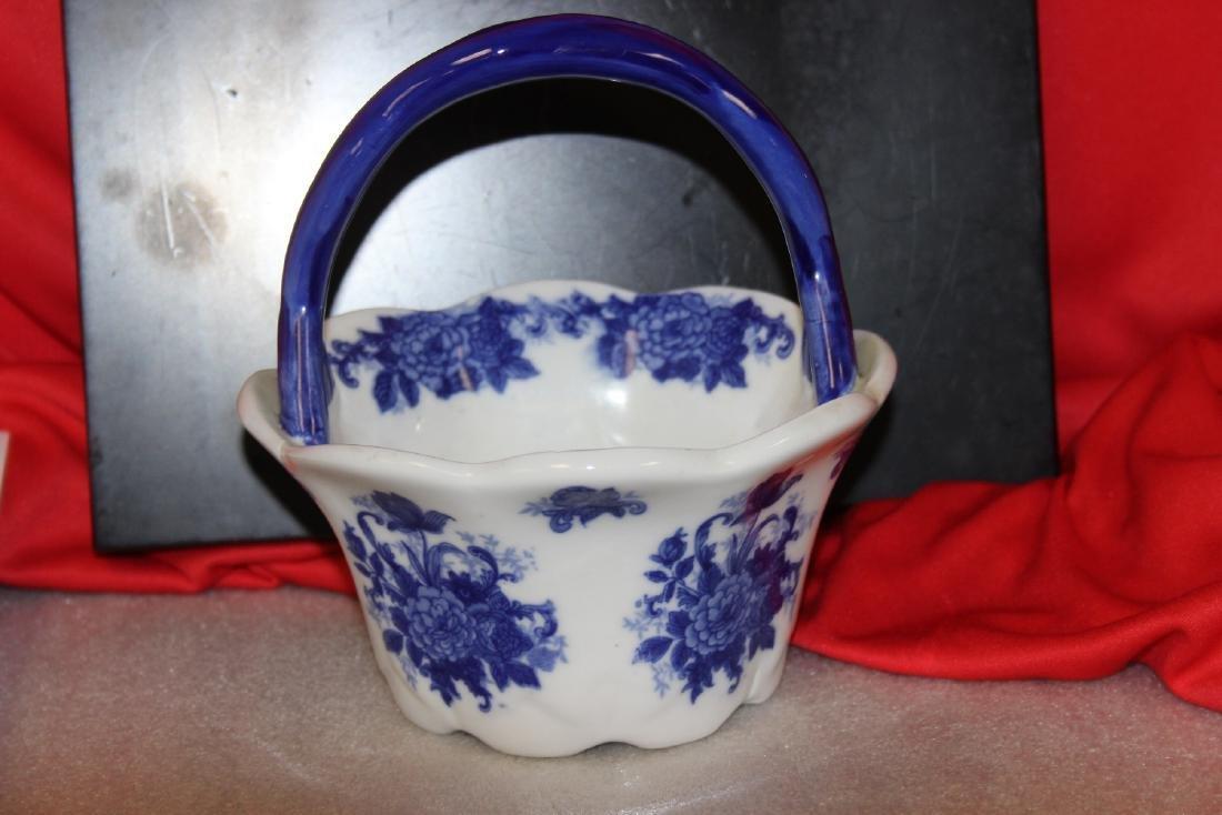 A Delft Style Basket