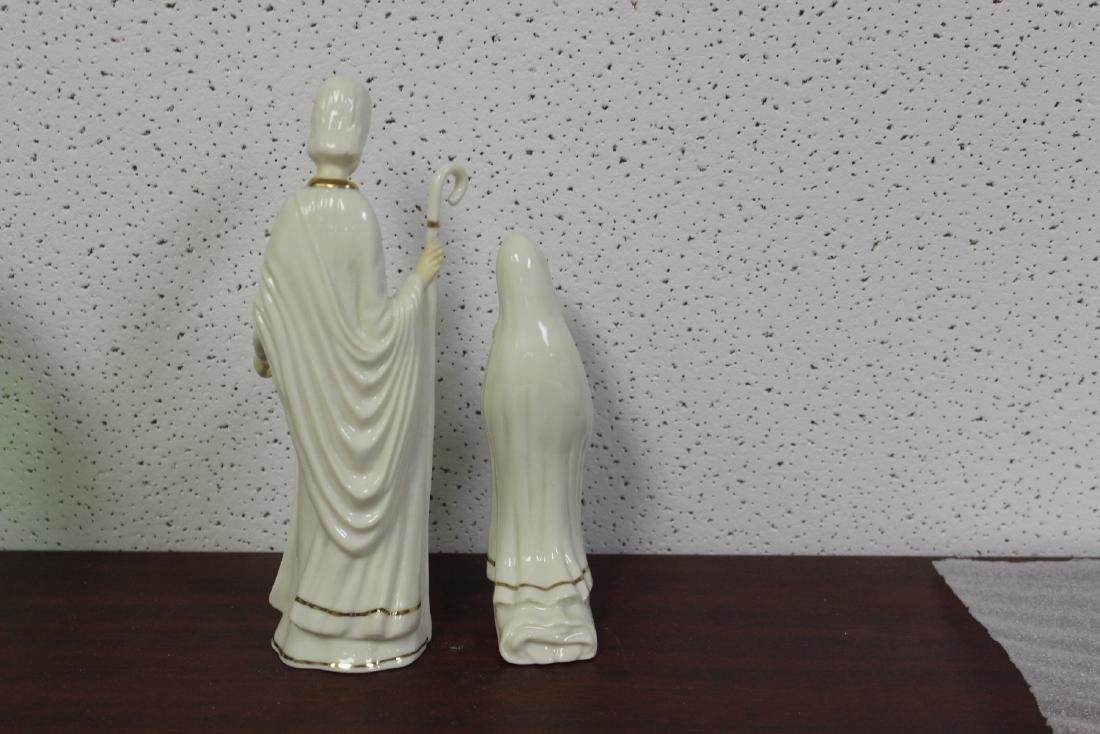 Lot of Two Figurines - 3