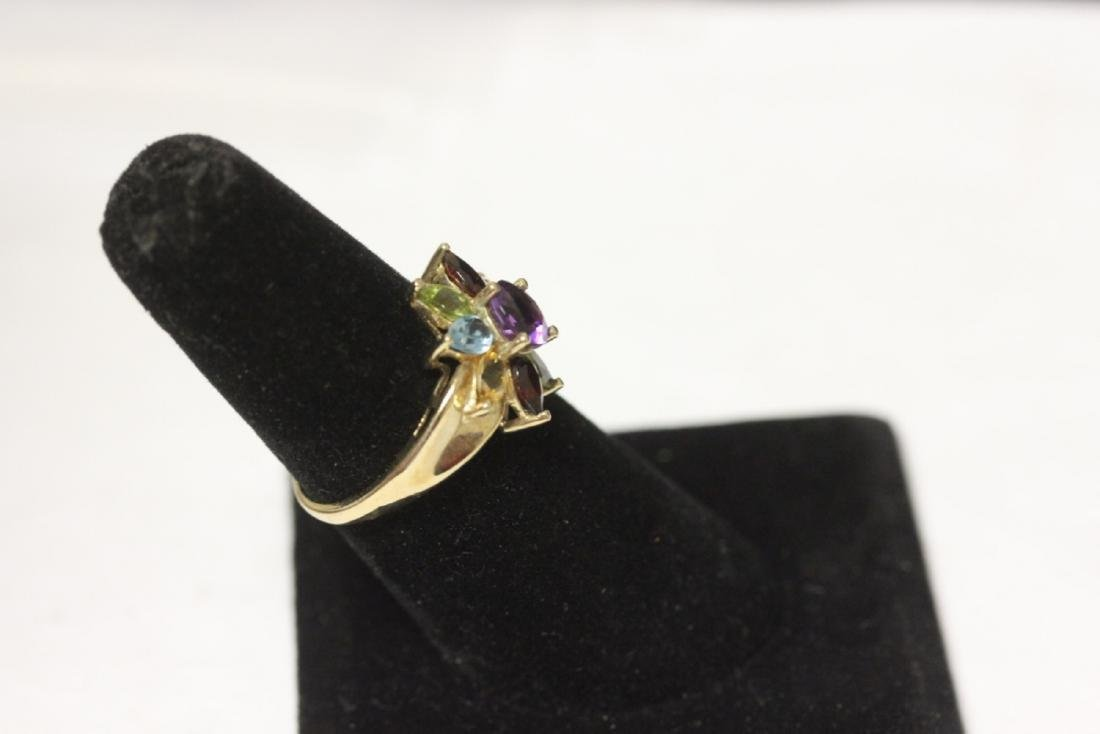 A 10 Kt Yellow Gold and Gemstone Ring - 2