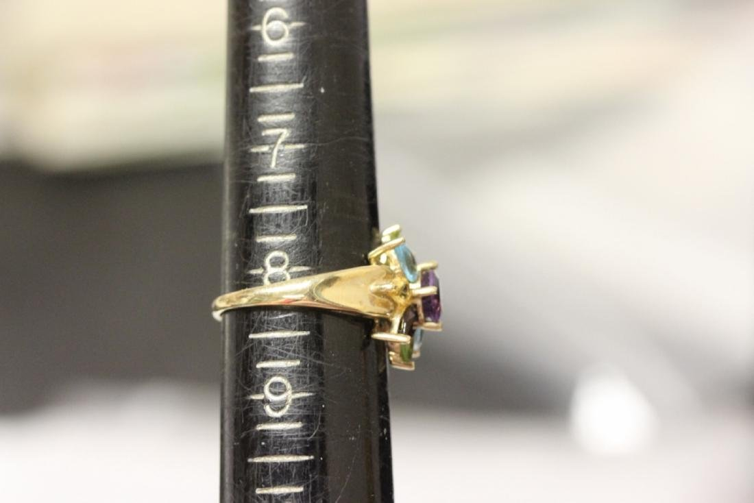 A 10 Kt Yellow Gold and Gemstone Ring - 5
