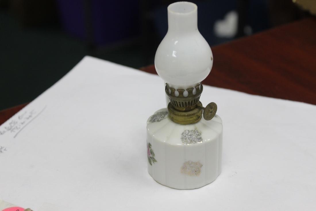 A Porcelain Miniature Oil Lamp - 4