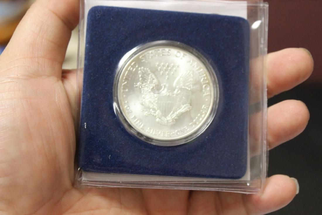 A .999 Pure Silver George Bush 2000 Presidental Coin - 3