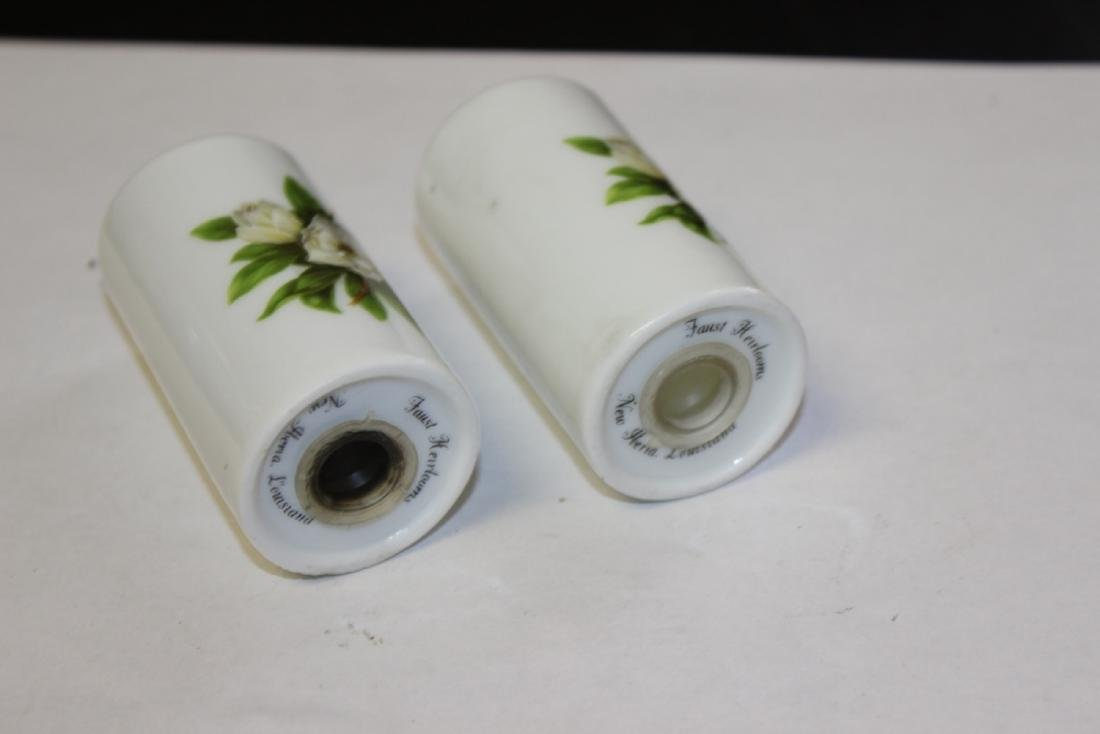 A Pair of Vintage Salt and Pepper Shakers - 2