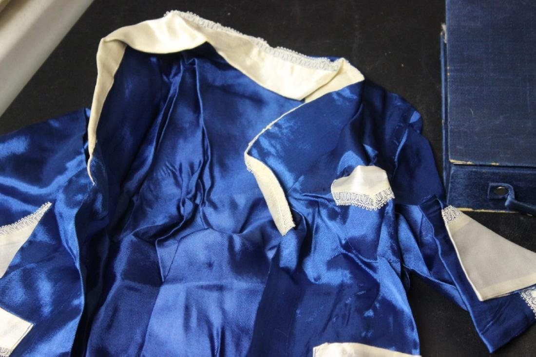 A Vintage Chinese Baby or Small Child Set of Clothing - 5
