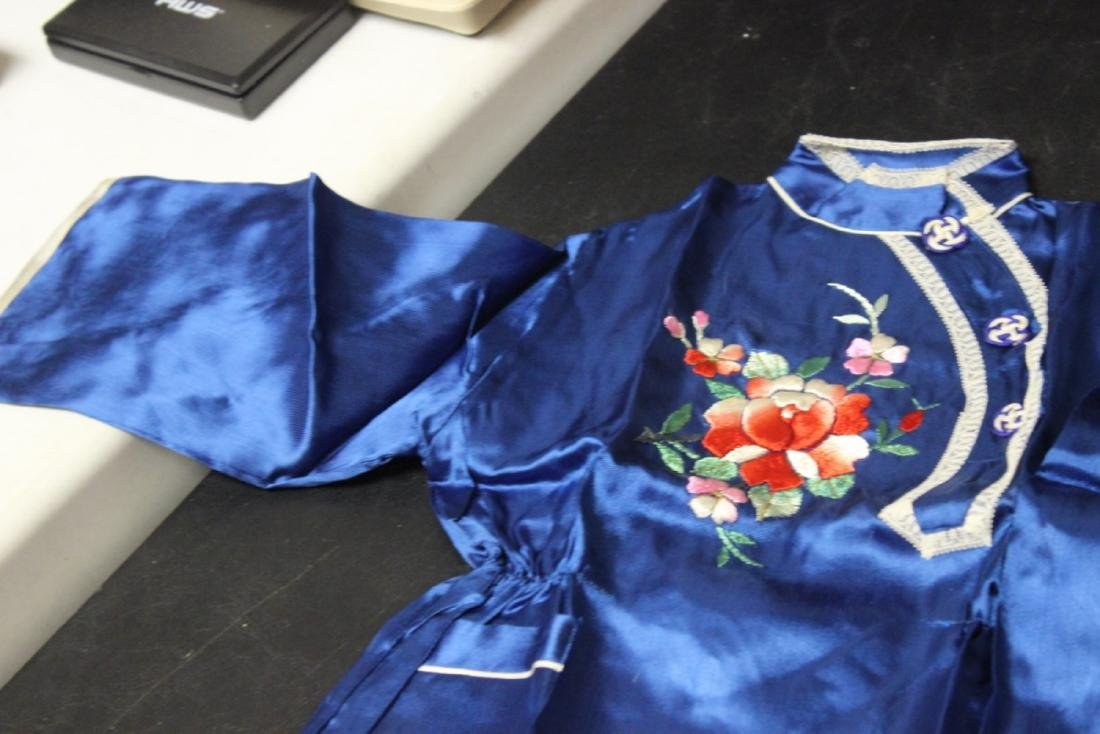 A Vintage Chinese Baby or Small Child Set of Clothing - 6