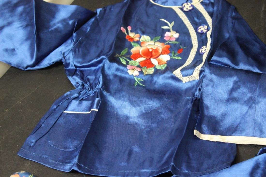 A Vintage Chinese Baby or Small Child Set of Clothing - 7