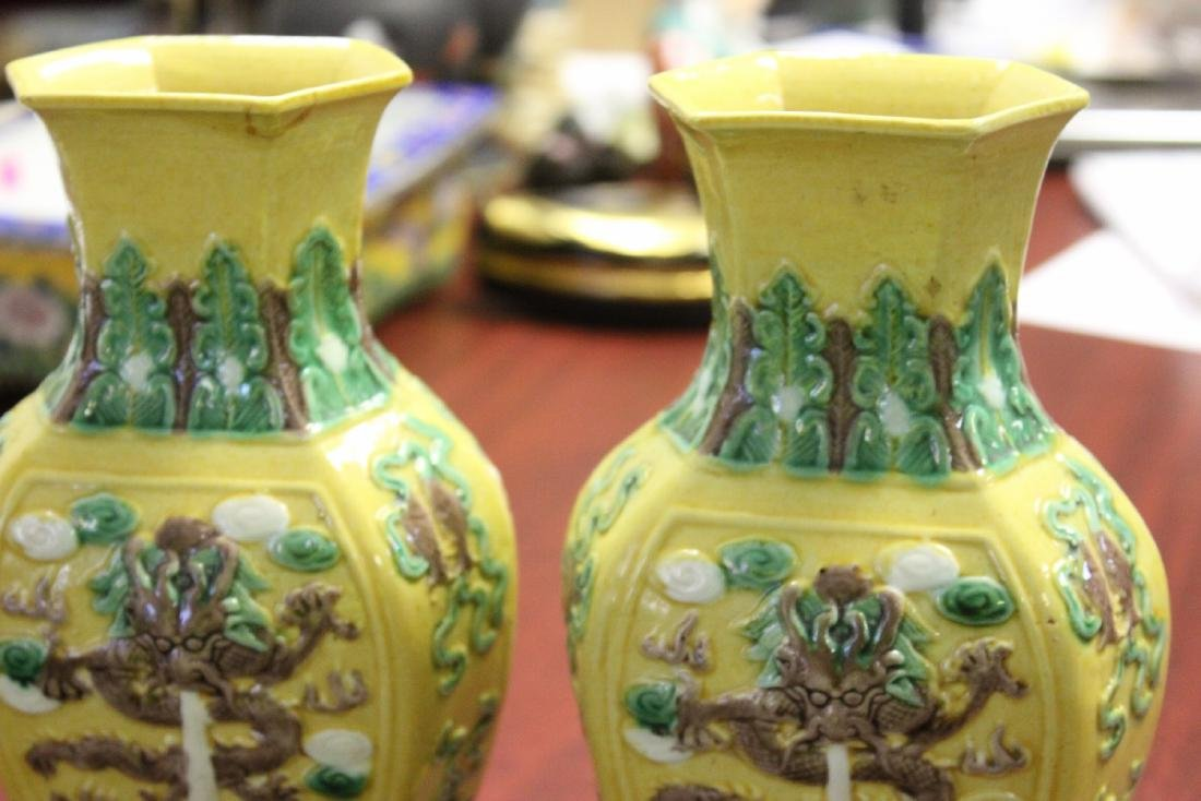 A Pair of Chinese Vases - 2