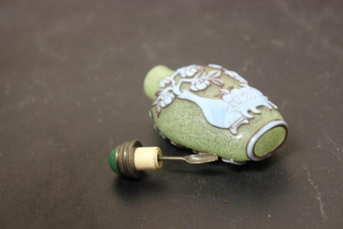 A Chinese Peking Glass Overlay Snuff Bottle - 3