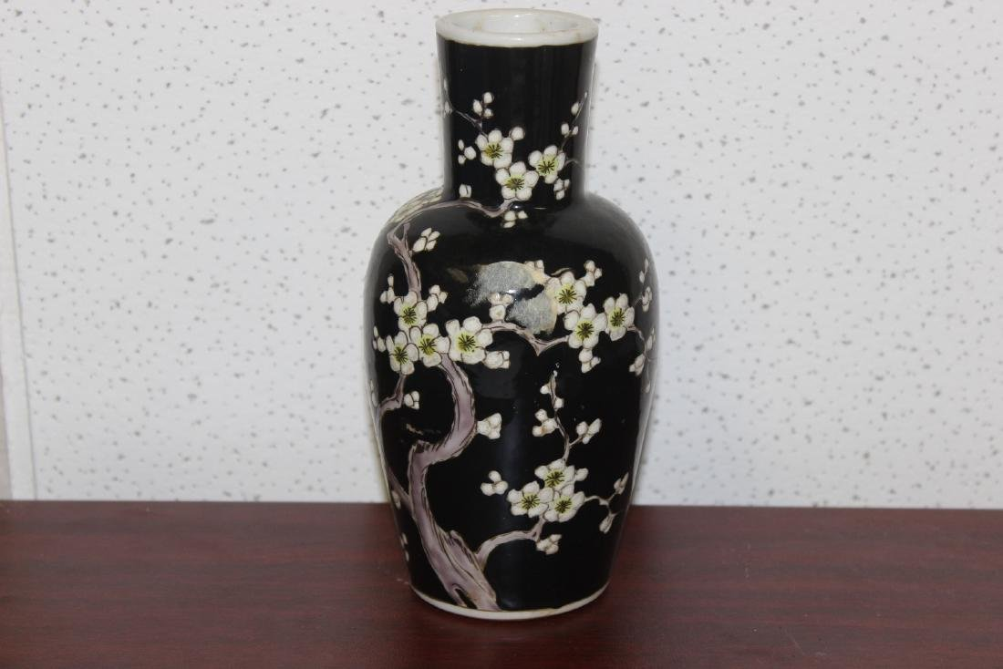 An Antique/Vintage Chinese Famille Noire Vase - 2