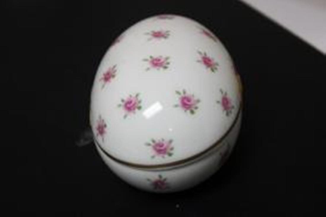 A Porcelain Egg Trinket Box - 2