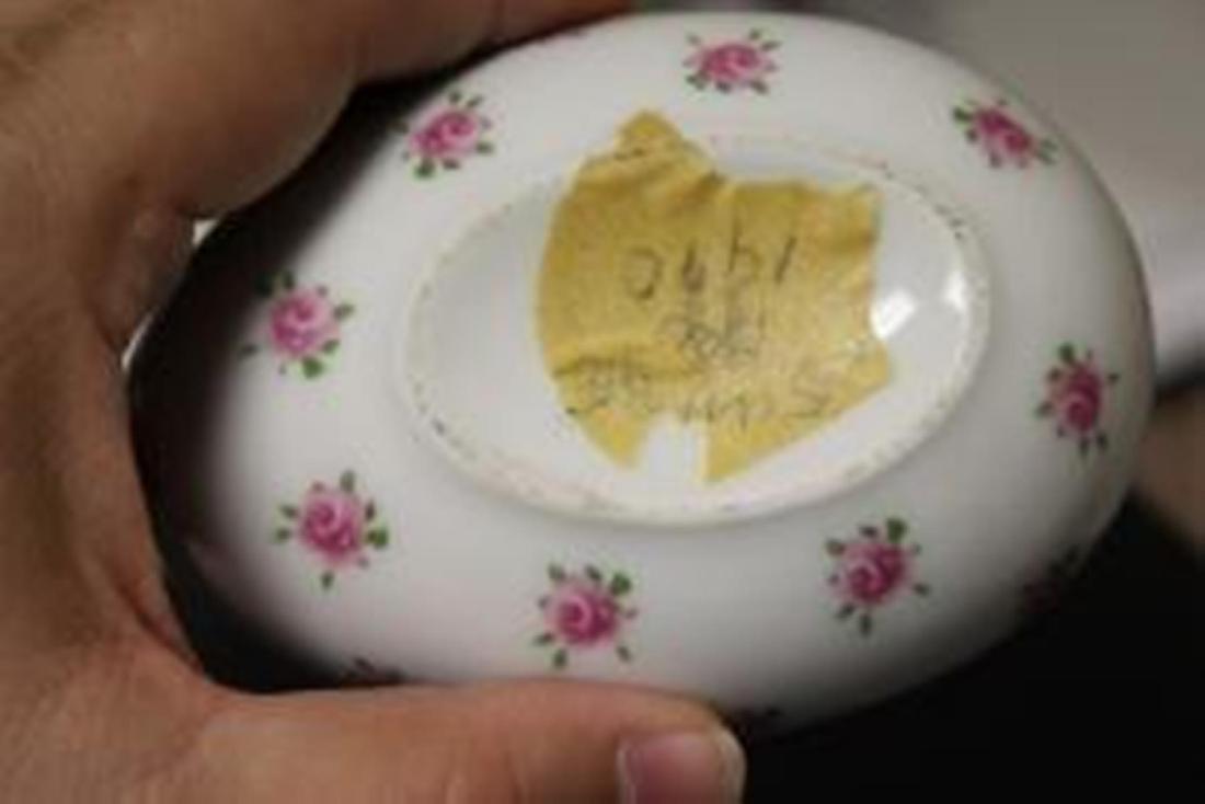 A Porcelain Egg Trinket Box - 9
