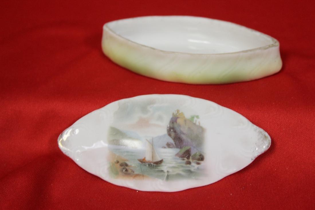 A Vintage Porcelain Trinket Box - 2